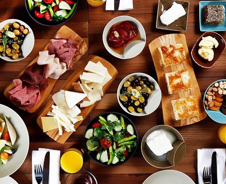 Bugün Kendinize Bir Kahvaltı Hediye Edin! Boğaz Manzaralı Olsun -