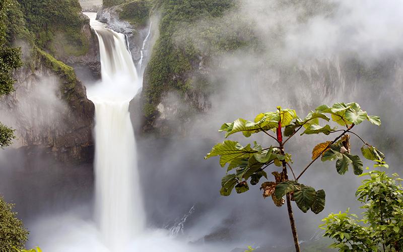Siz Hiç Kaybolan Şelale Duydunuz Mu? İşte Ekvator'un Kaybolan Şelalesi