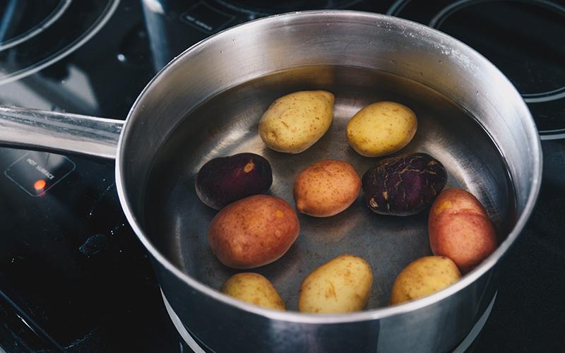Artık Meyve ve Sebze Kabukları Nasıl Kullanılır? - Patatesli Saç Bakımı