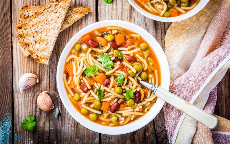 İtalyan Usulü Sebzeli Çorba (Minestrone Çorbası) Tarifi